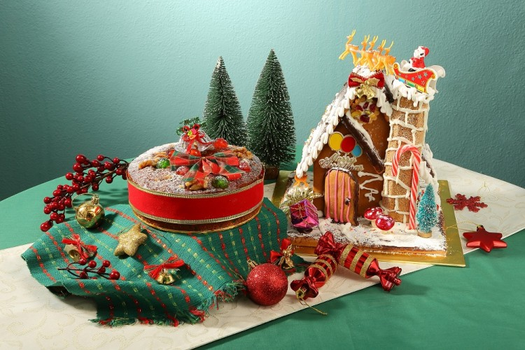 CS-Fruit-Cake-and-Ginger-Bread-Man-House