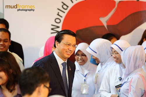 Y.B. Dato' Sri Liow Tiong Lai at the World Hepatitis Day 2012 event at One Utama Shopping Mall