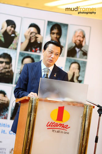 Y.B. Dato' Sri Liow Tiong Lai speaking at the World Hepatitis Day 2012 event at One Utama Shopping Mall