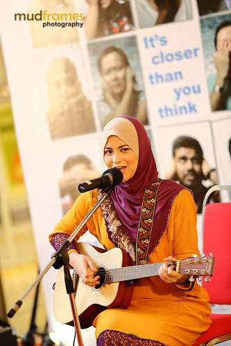 Ana Raffali at the World Hepatitis Day 2012 main event at One Utama Shopping Mall