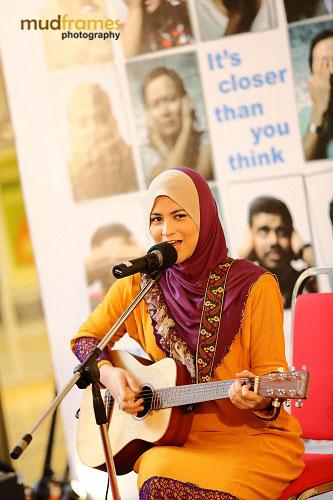 Ana Raffali at the World Hepatitis Day 2012 main event at One Utama Shopping Mall