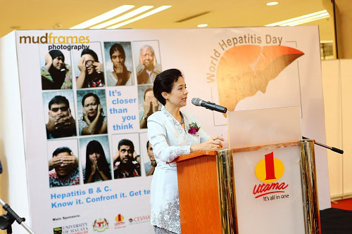 Prof. Dr. Rosmawati Mohamed speaking at the World Hepatitis Day 2012 event at One Utama Shopping Mall