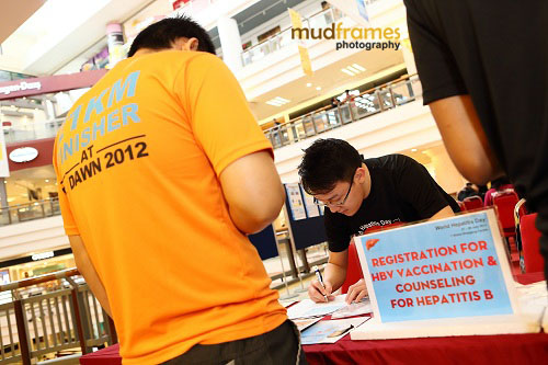 Registration for counseling and vaccination of Hepatitis B during World Hepatitis Day 2012 Main Event at One Utama Shopping Mall
