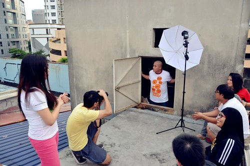 Behind-the-scenes: Loyar Butik Apparel & Merchandise photo shoot at Pusat Rakyat Loyar Burok roof top