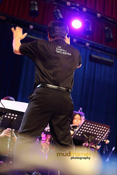 Dr. Nasir Hashim conducting during the KL International Jazz Festival 2013