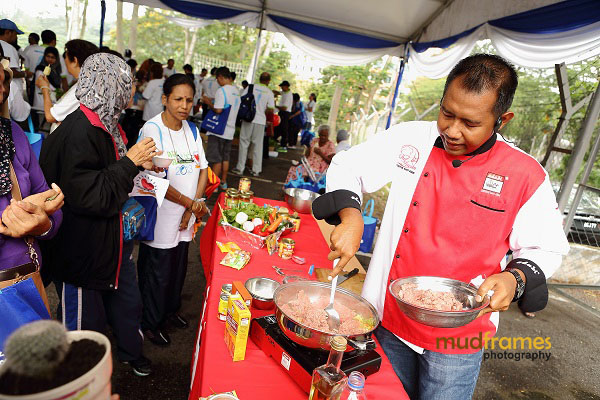 Cooking demonstration by Adabi chef during World Arthritis Day 2013