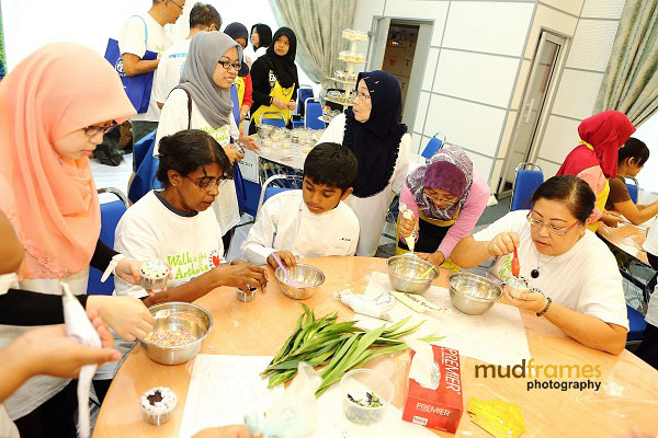 DIY cup cake making session at NCWO during World Arthritis Day 2013