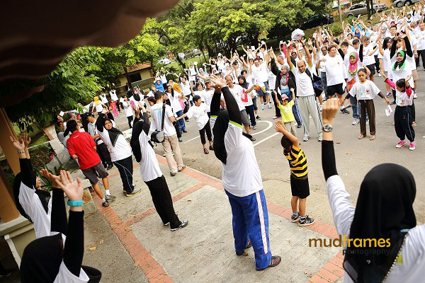 Participants warming up during World Arthritis Day 2013 at Taman Keliling, Seremban