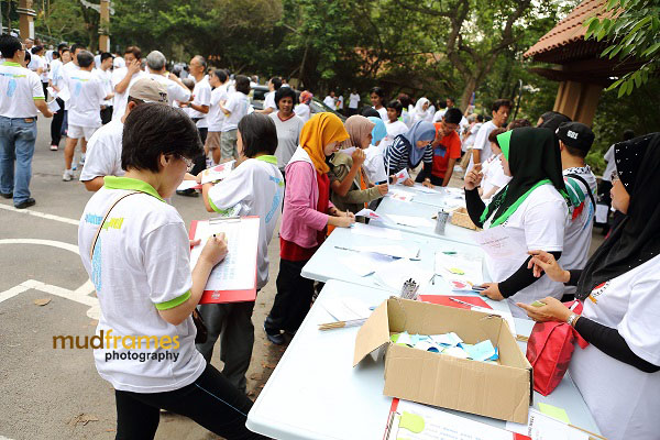 Registration of participants during World Arthritis Day 2013