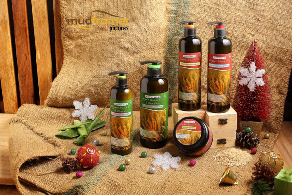 Guardian Organic Brown Rice & Aloe Vera body care range product photography for 2013 Christmas catalogue
