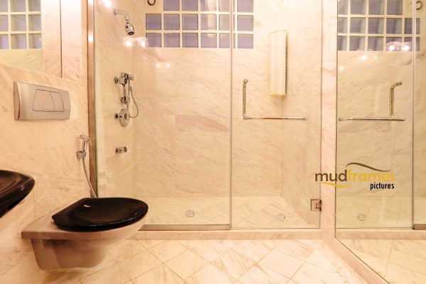 Interior photography of bathroom in condo