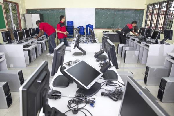 Rentwise engineers setting up refurbished desktop computers at Sekolah Kebangsaan (P) Methodist Klang as part of Rentwise's CSR Program