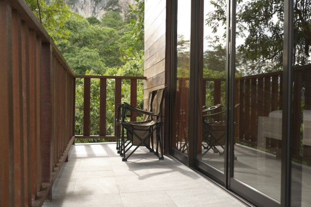 Wooden veranda at Templer Park Rainforest Retreat