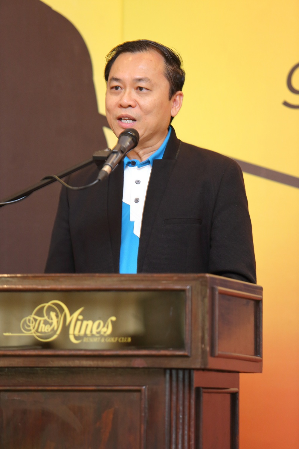 Clement Loh speaking at GoGolf launch event