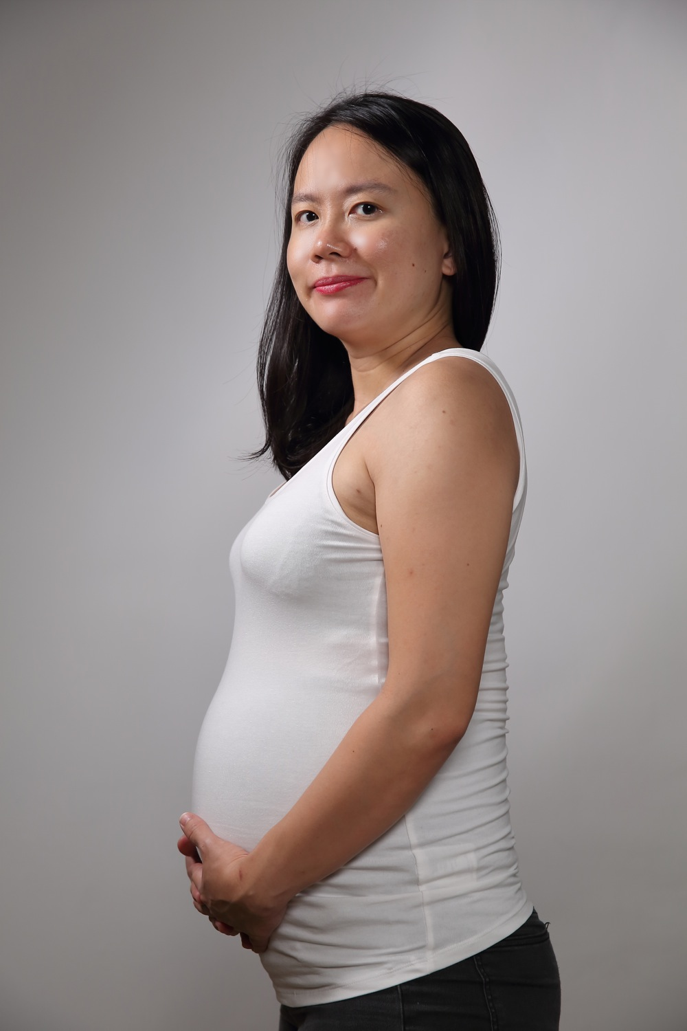 Maternity studio photo shoot with Mudframes